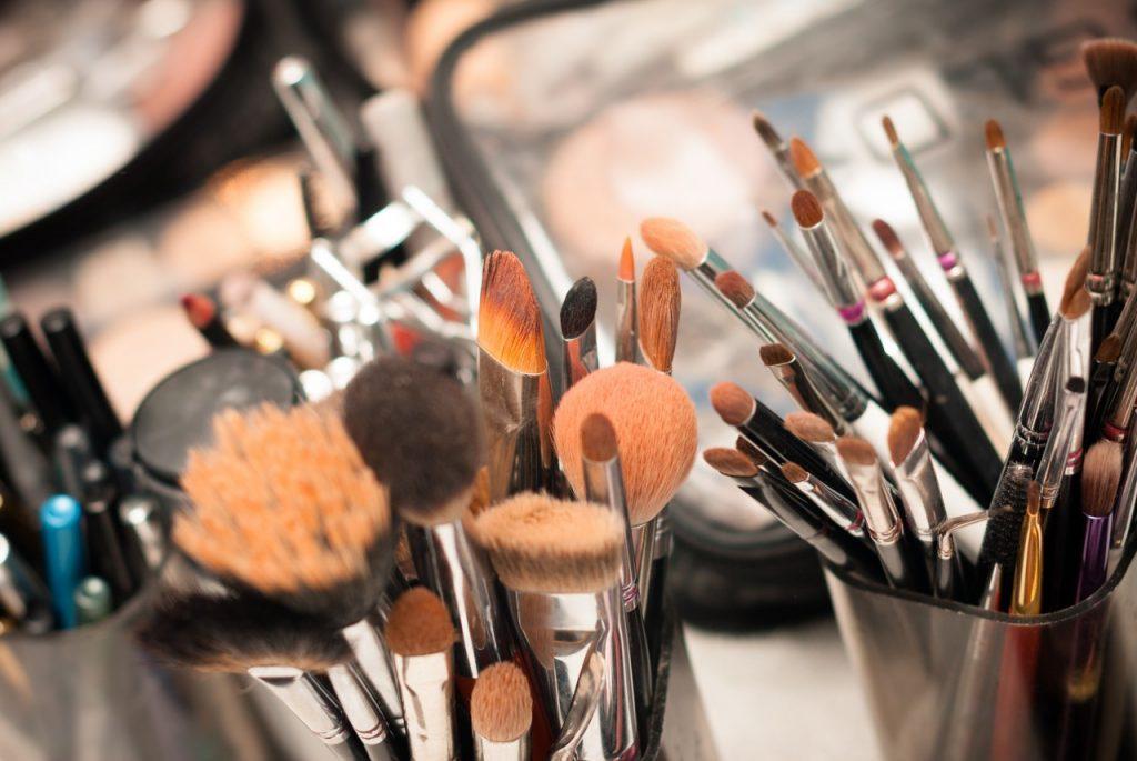ابزار لازم برای آموزش گریم و میکاپ عروس در آموزشگاه و آرایشگاه